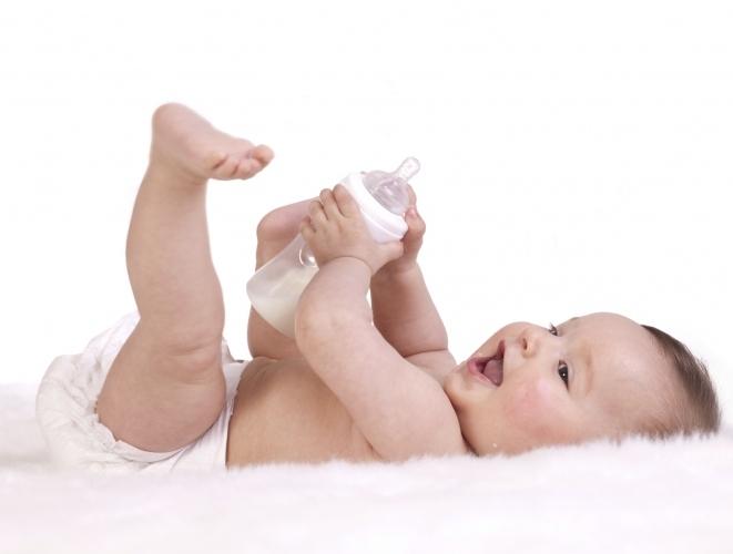 Korelację między rozwojem motoryki dużej, a kształtowaniem się motoryki precyzyjnej u niemowląt (0-3 miesiąc)