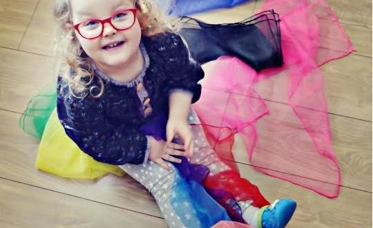 sensoryczne zabawy chusty