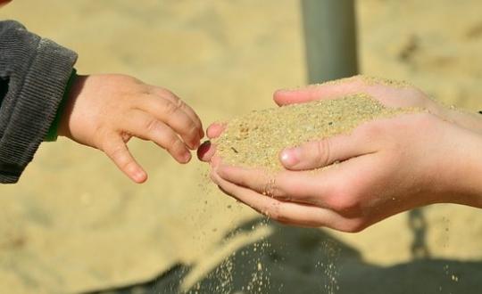 Jak pomóc uczniowi z nadwrażliwością dotykową
